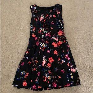 Scoop neck flower dress